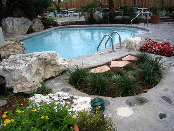 Cool swimming pool pictures 2008 2015 pool pictures for Landscaping ideas for pool areas